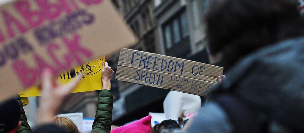 שימוש מניפולטיבי ב״חופש הדיבור״