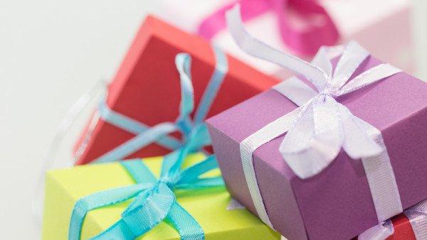 העברת מתנה לאדם אחר