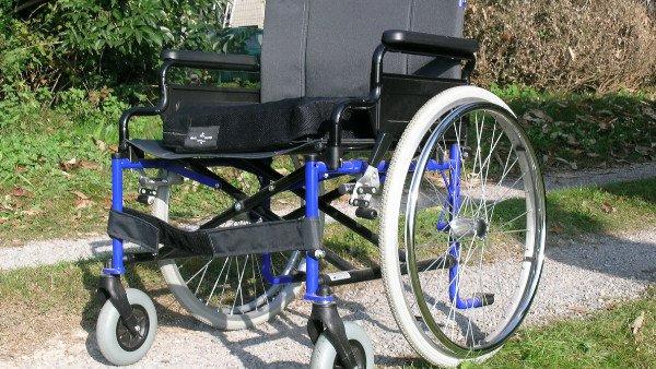 ברכת כוהנים בישיבה על כיסא גלגלים