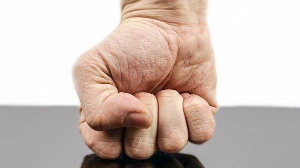 מה יותר חמור: לגרום נזק לאחר או לעצמי?