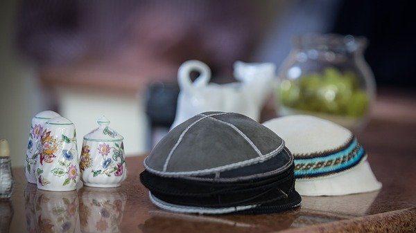 זהות יהודית – לא דרך חקיקה