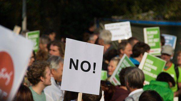 """""""מושכני - אחריך נרוצה"""": על הפגנות הנגד"""