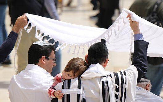 האם לגיטימי לכתוב סאטירה על קודשי ישראל?