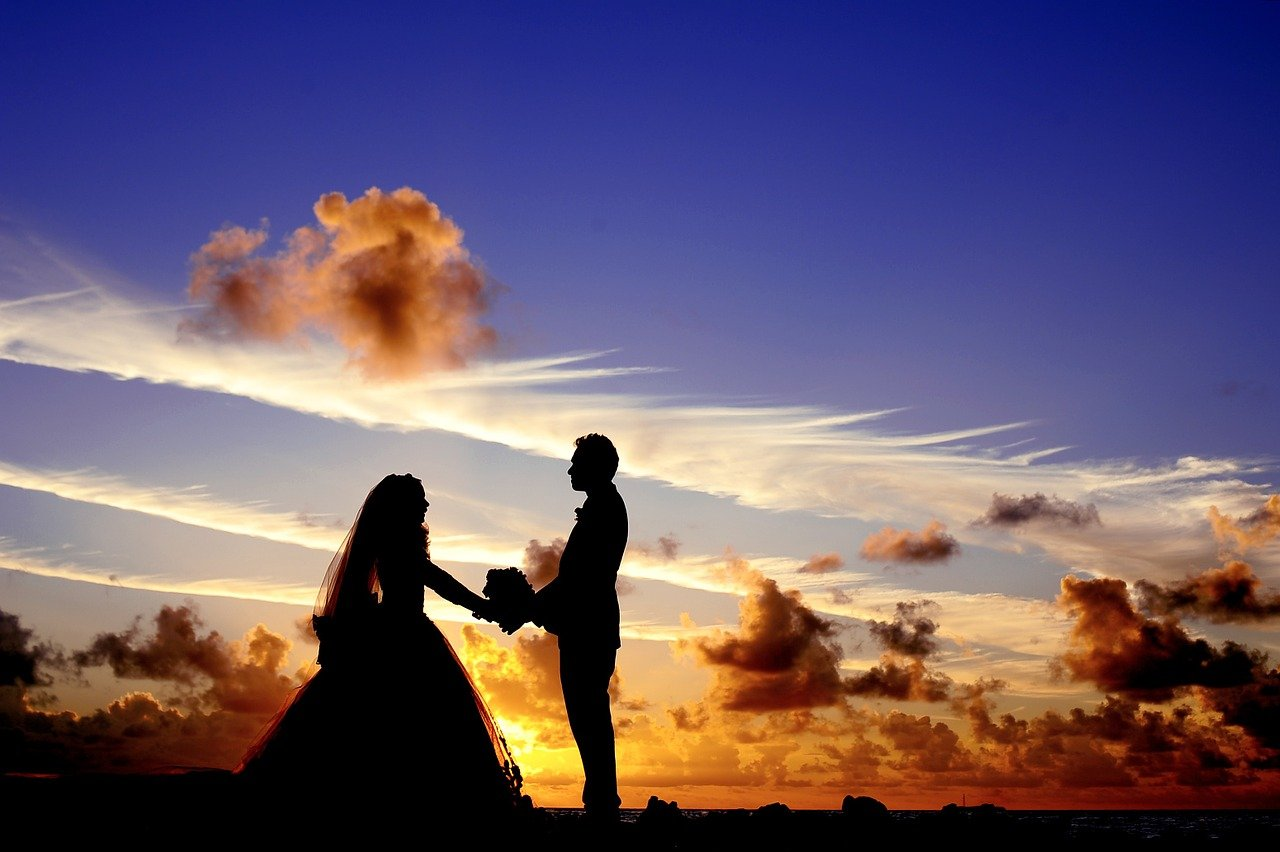 זוג בצילומי חתונה