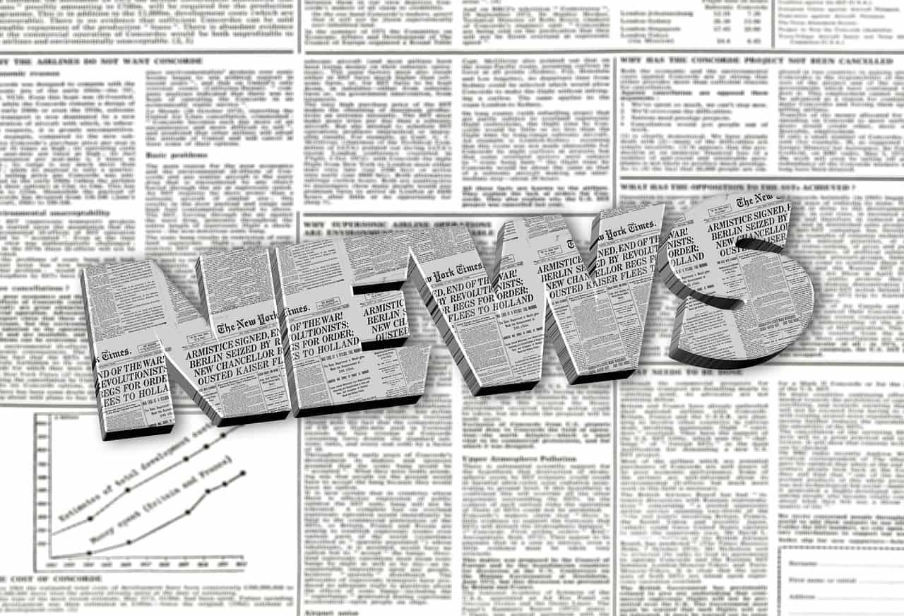 עיתונים ברקע המילה NEWS