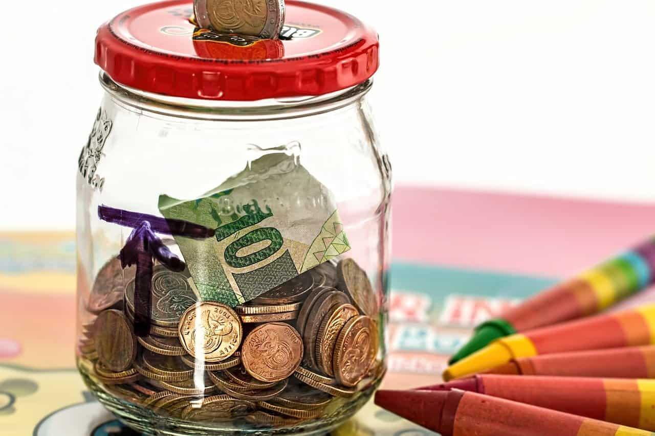 צנצנת זכוכית עם כסף