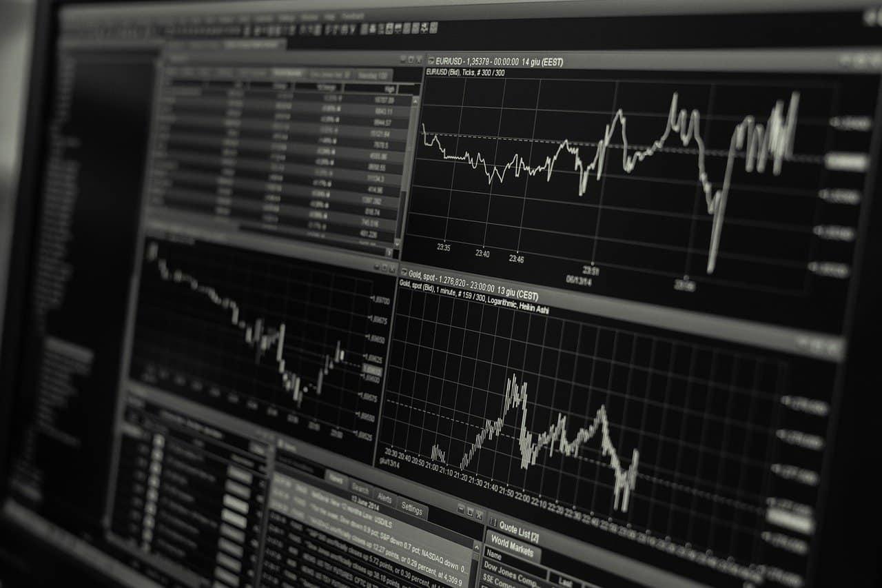 מסכים המציגים נתונים וגרפים