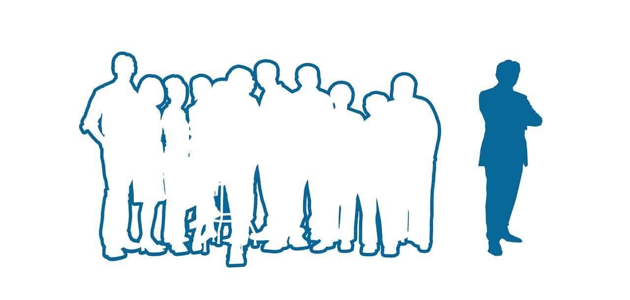 ציור של חבורת אנשים ואדם אחד רחוק מהם ודחוי על ידיהם