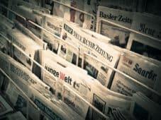 מתקן עם עיתונים שונים